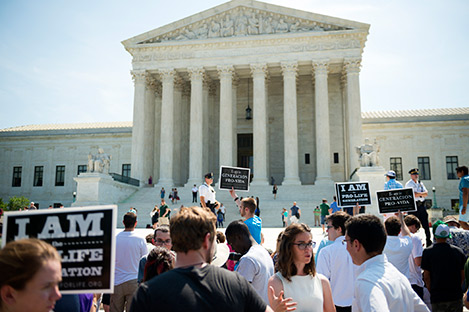 Photo of Pro-Life Protest in front of Supreme Court