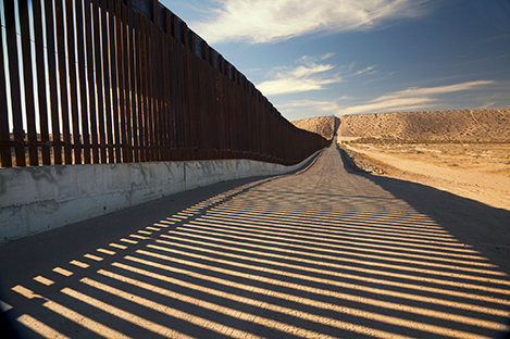 Photo of US-Mexico border fence wall