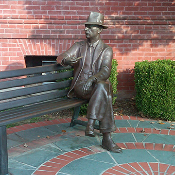 Photo of sculpture of Faulkner on bench in Oxford, MS
