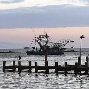 Photo of commercial fishing/shrimp boat in Gulfport, MS